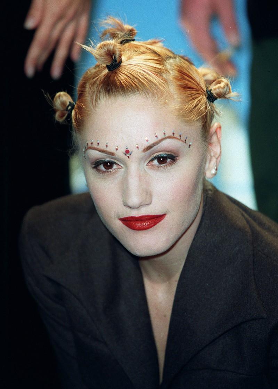 Der Beautytrend hat die 90er Jahre zum Glück nicht überlegt: Gezwirbelte Haare.