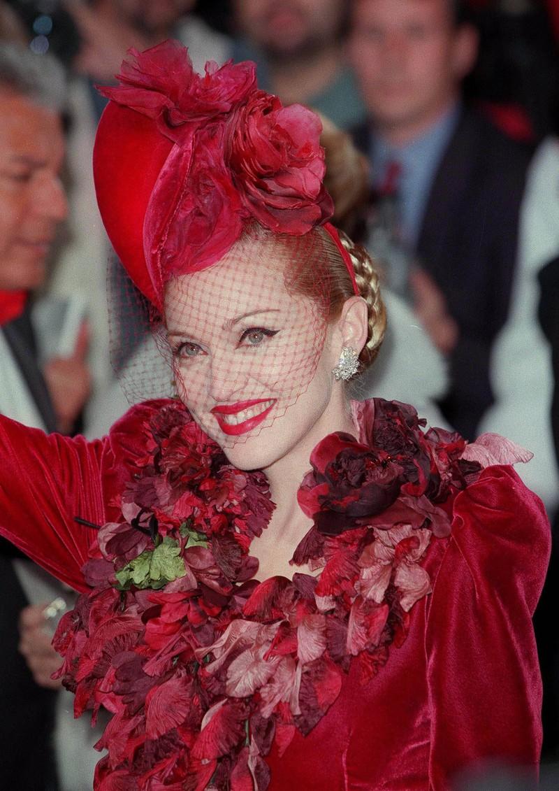 Komische Hüte aller Art waren damals der letzte Schrei am Beauty-Himmel.