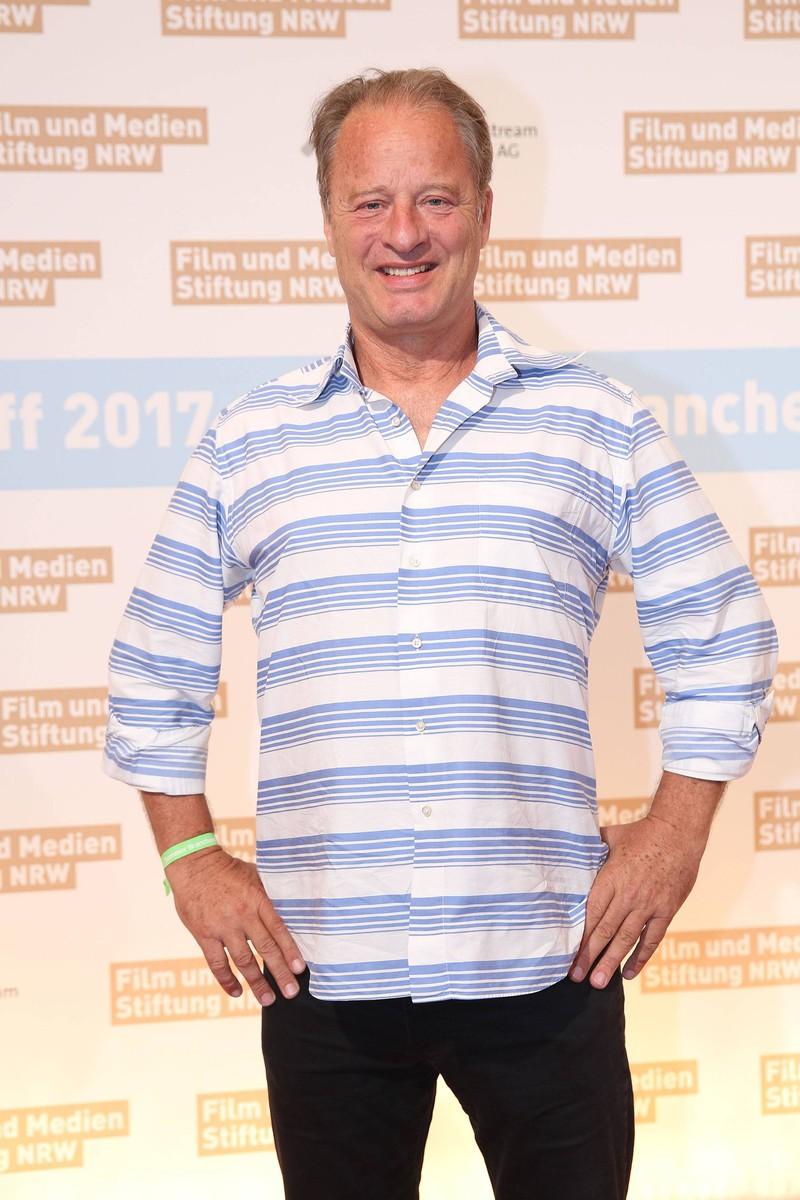 Tom Gerhardt ist bis heute in der Schauspielerei aktiv.
