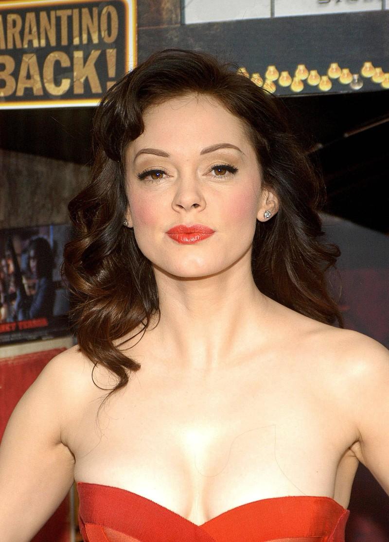 """Rose McGowan ist eine äußerst attraktive Frau, die früher einmal bei """"Charmed"""" mitgespielt hat."""