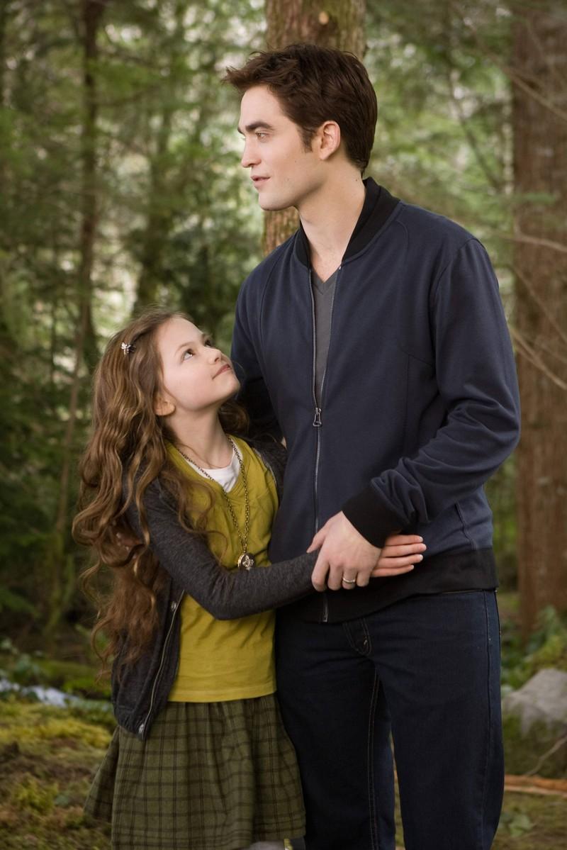 """Mackenzie Foy als Kinderdarstellerin, an der Seite von Robert Pattinson in """"Twilight"""""""
