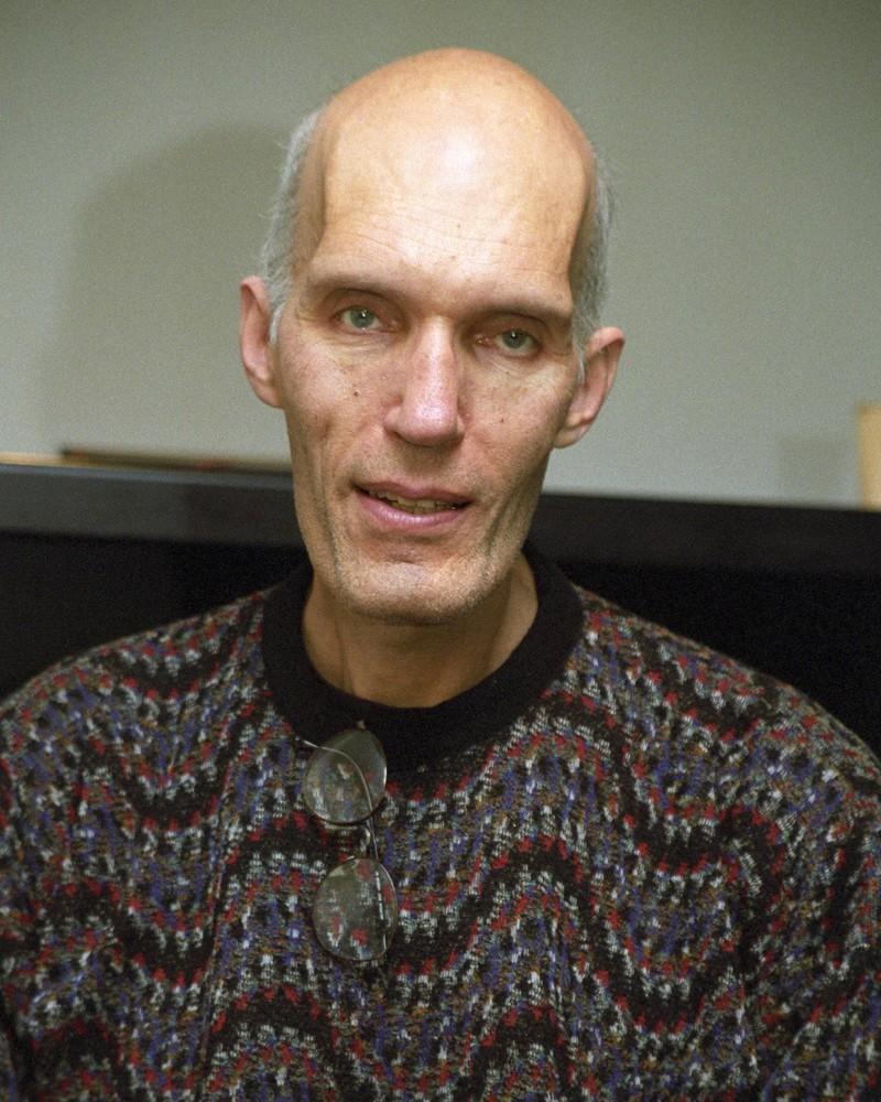 Darsteller Carel Struycken besticht durch seine Körpergröße von 2,13m .