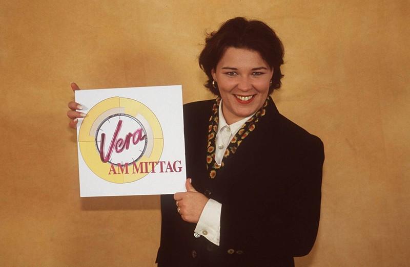 """Die Moderatorin ist durch die Talkshow """"Vera am Mittag"""" bekannt."""