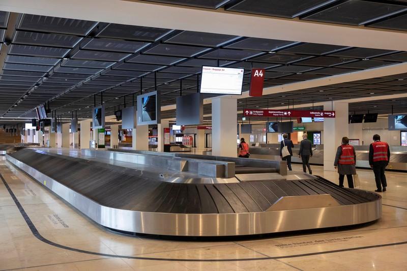Für das Gepäck muss man beim Fliegen inzwischen extra bezahlen.