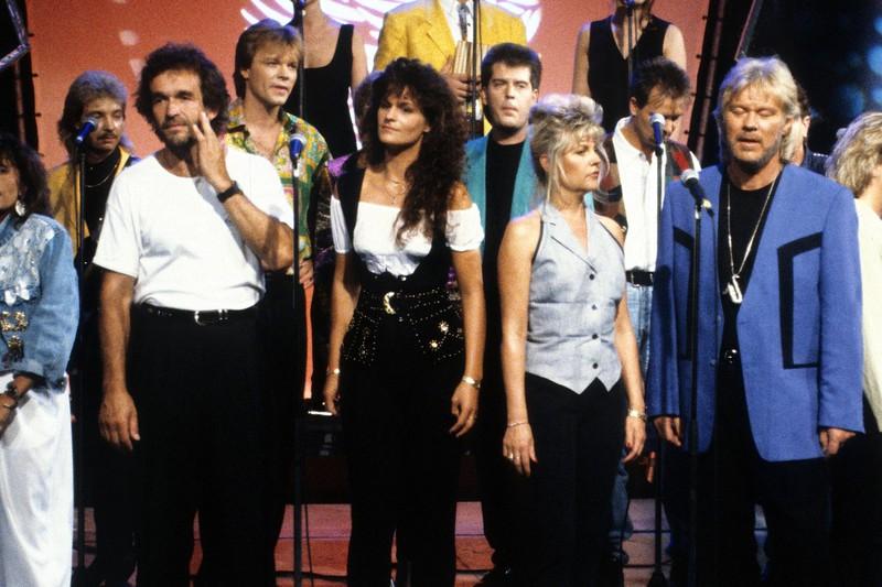 1992 brachte Andrea Berg ihren ersten Song raus, hier ist sie mit ihren braunen langen Locken zu sehen.