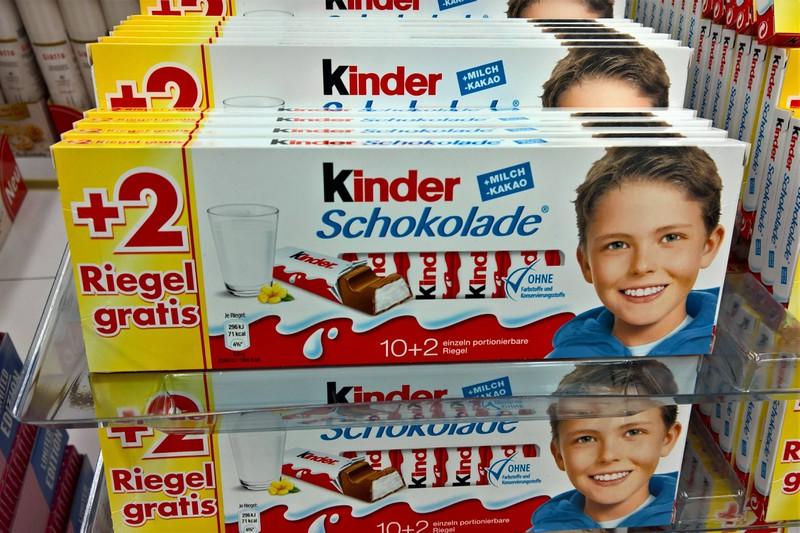 Der Junge war auf der Kinderschokolade zu sehen