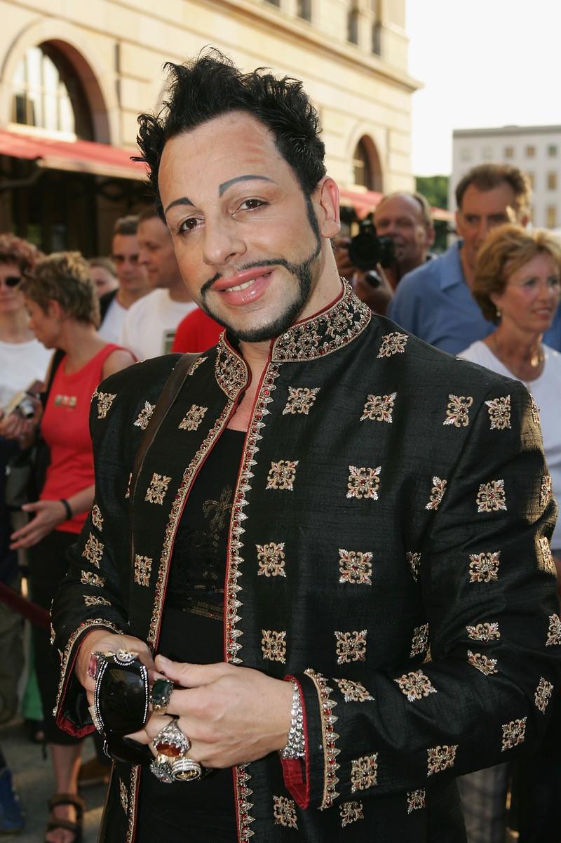 Ohne seine Schminke sieht der deutsche Star ganz anders aus.