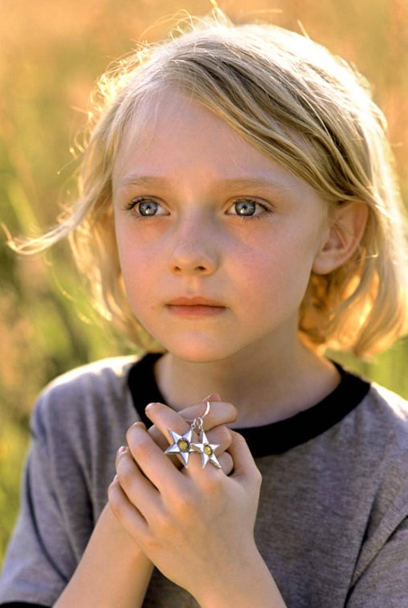 Der Kinderstars Dakota Fanning ist bereits als 5-Jährige vor der Kamera.
