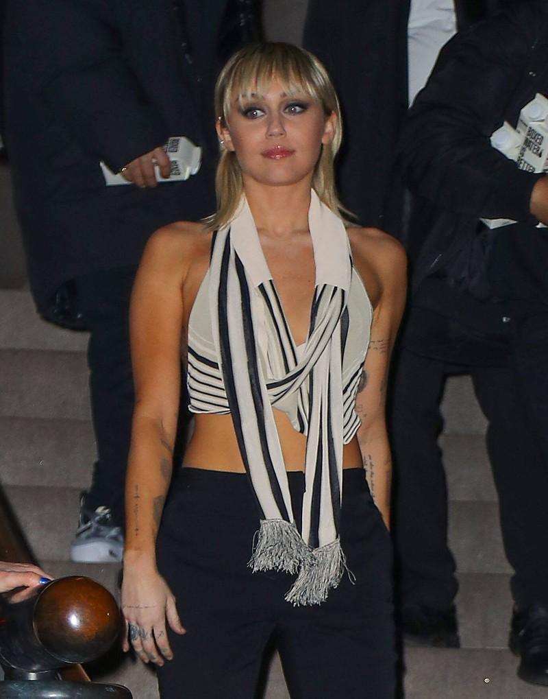 Miley Cryus hat heute einen anderen Style, als sie als Kinderstar hatte.