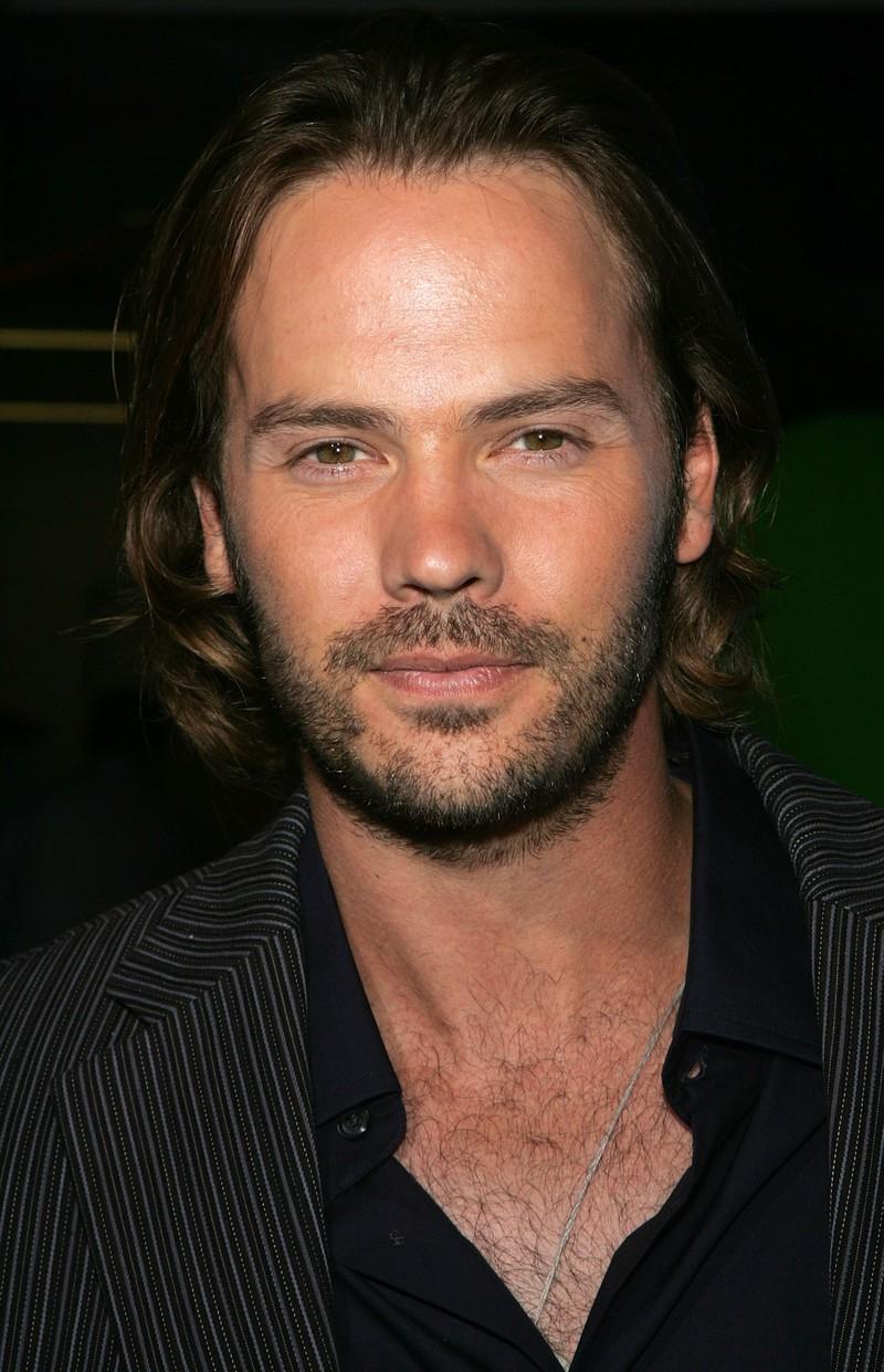 """Er spielte in verschiedenen Erfolgsserien wie """"Gossip Girl"""" mit und ist momentan in der Serie """"Date My Dad"""" zu sehen."""