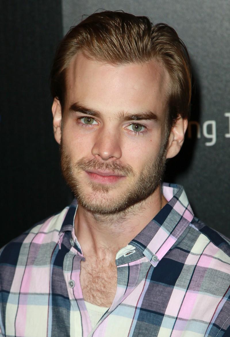 """Gallagher blieb der Schauspielerei treu und konnte mit Rollen wie im Film """"Super 8"""" und der Serie """"Vampire Diaries"""" Erfolge feiern."""