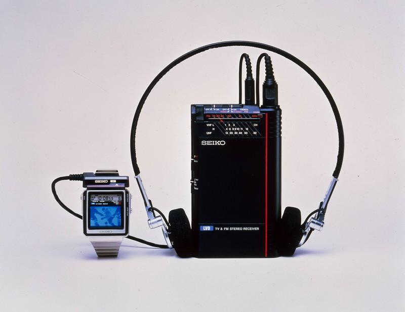 Ein alter Walkman, inklusive Kopfhörer