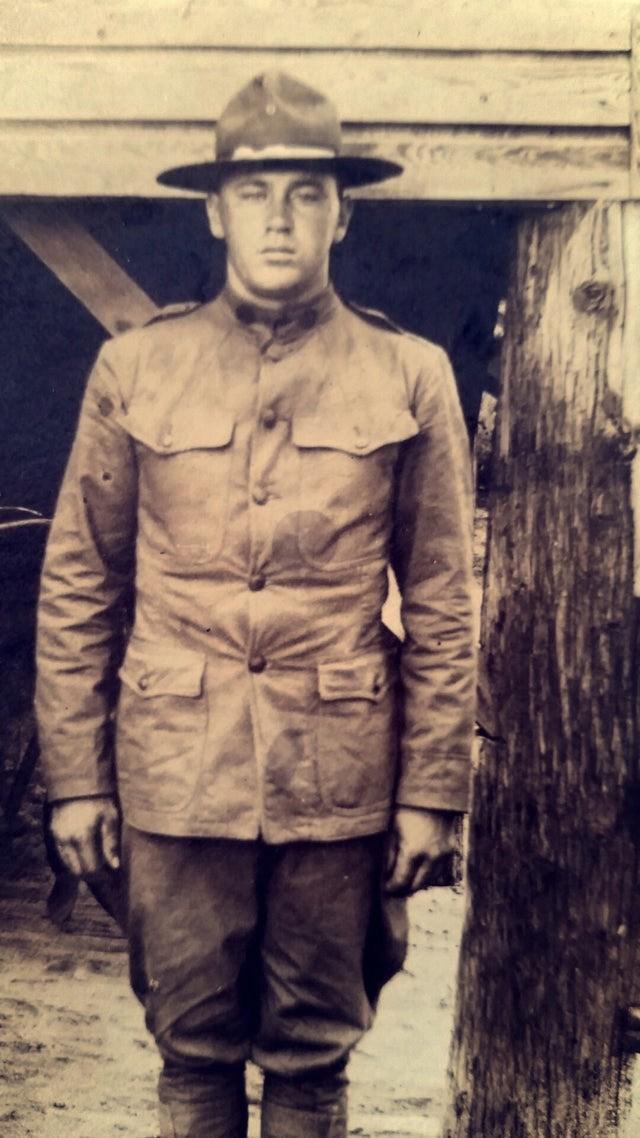 Der Soldat ist ein Verwandter eines Redditnutzers, der ihn für einen Doppelgänger hält.