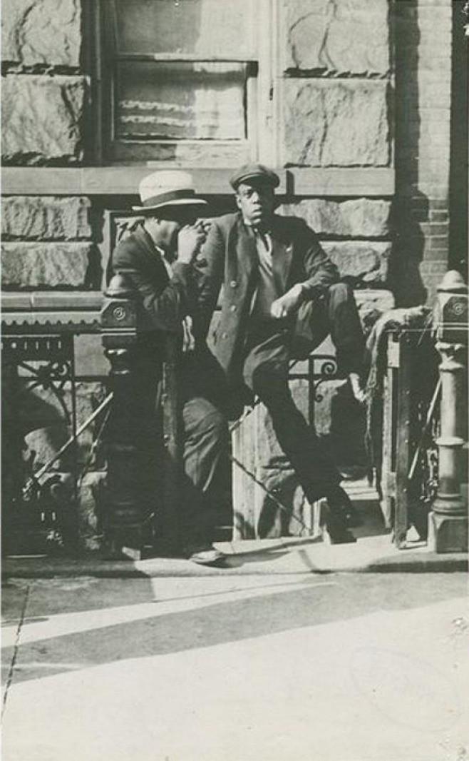 Dieser Mann aus den 1930er Jahren in Harlem erinnert an den amerikanischen Rapper Jay-Z.