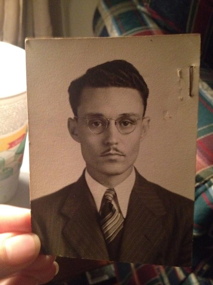 Ein Imgur-Nutzer teilt ein Bild seines Urgroßvaters, der einem berühmten Schauspieler ähnlich sieht.