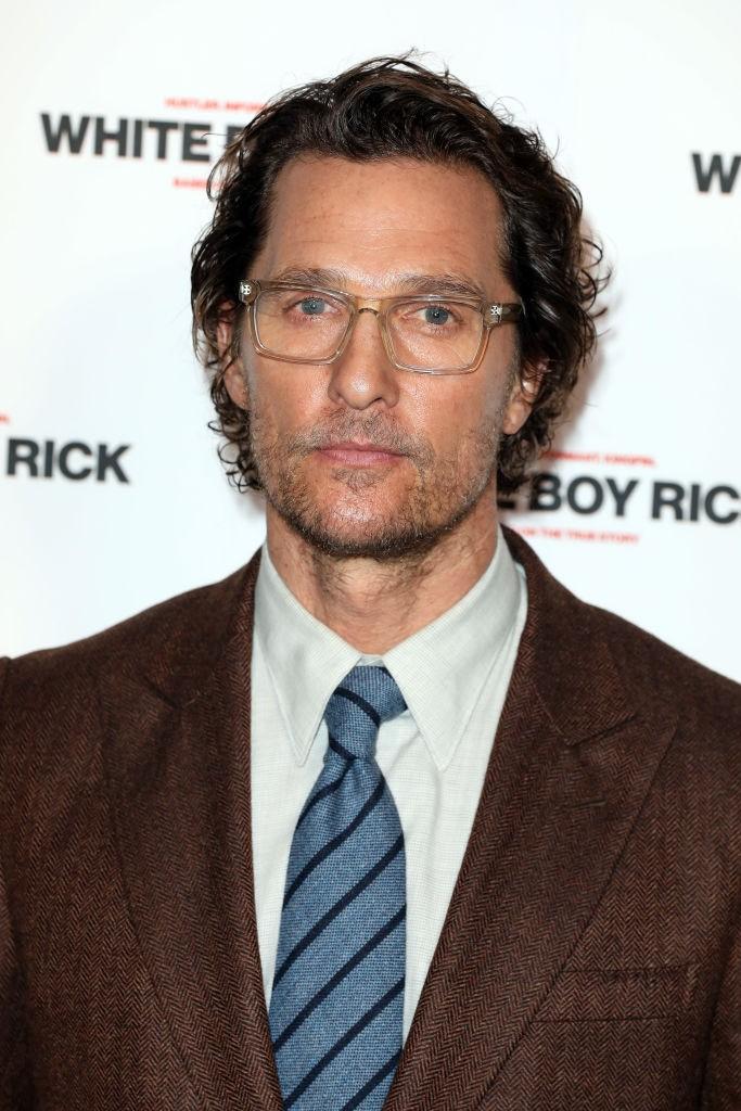Matthew McConaughey auf einem Event, wohl komplett ahnungslos, dass vor ihm jemand gelebt hat, der wie er aussieht.