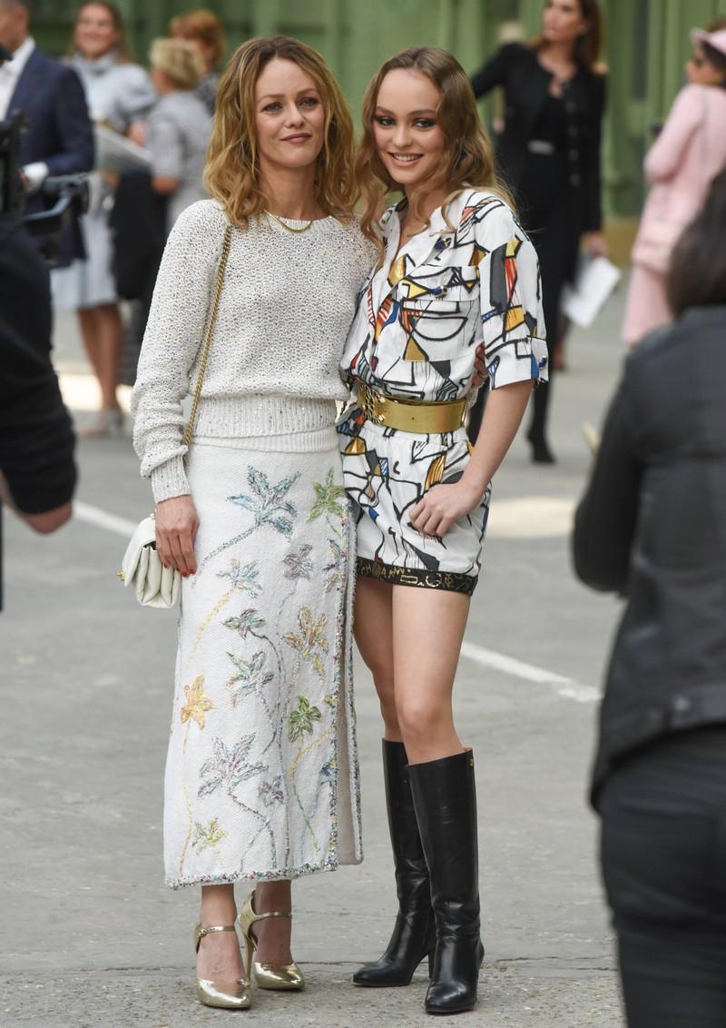 Lily Rose-Depp und ihre Mutter sehen sich sehr ähnlich.