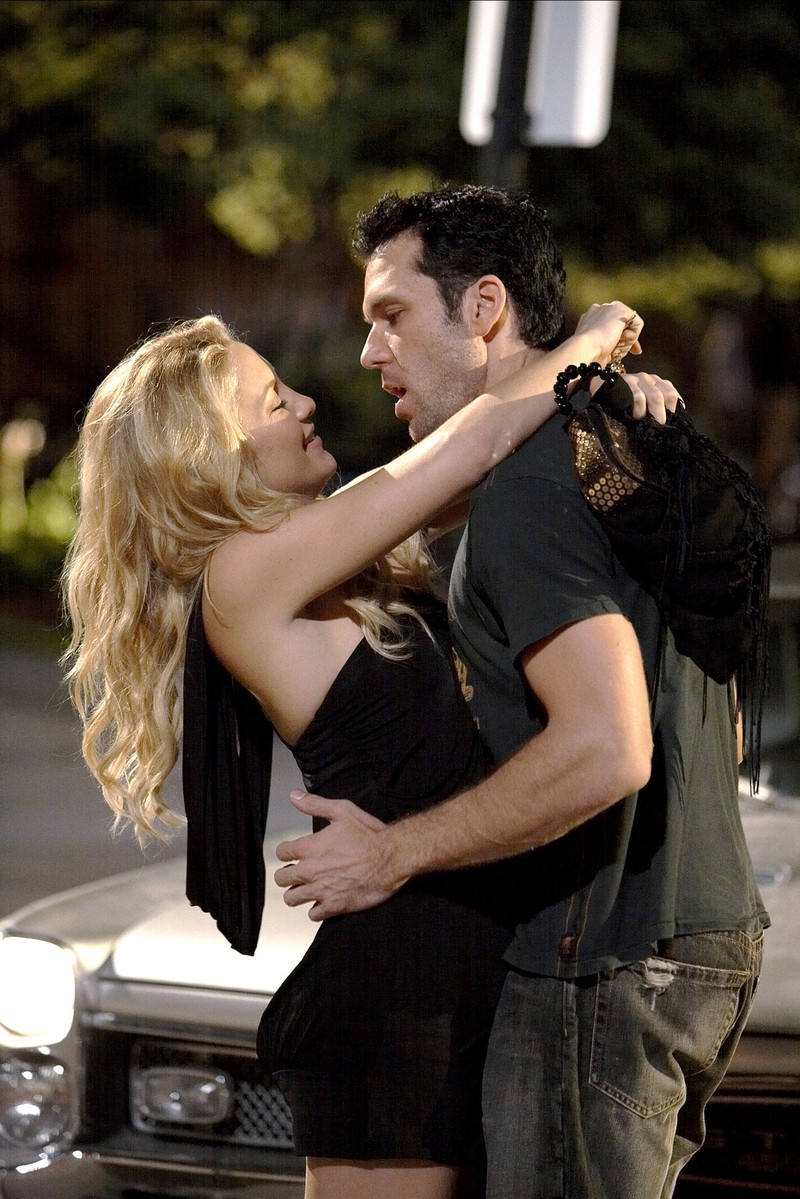 Dane Cook machte einen Witz über Kate Hudsons Kussfähigkeiten, anscheinend war sie die schlechteste Küsserin seiner Karriere.