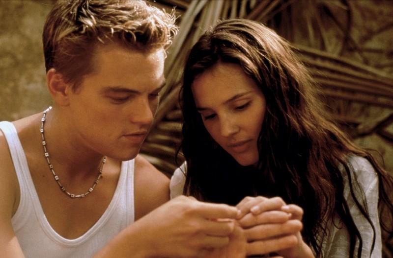 """Im Film """"The Beach"""" mussten Virginie Ledoyen und Leonardo DiCaprio sich küssen, doch sie war nicht begeistert von seinem Kuss-Können."""