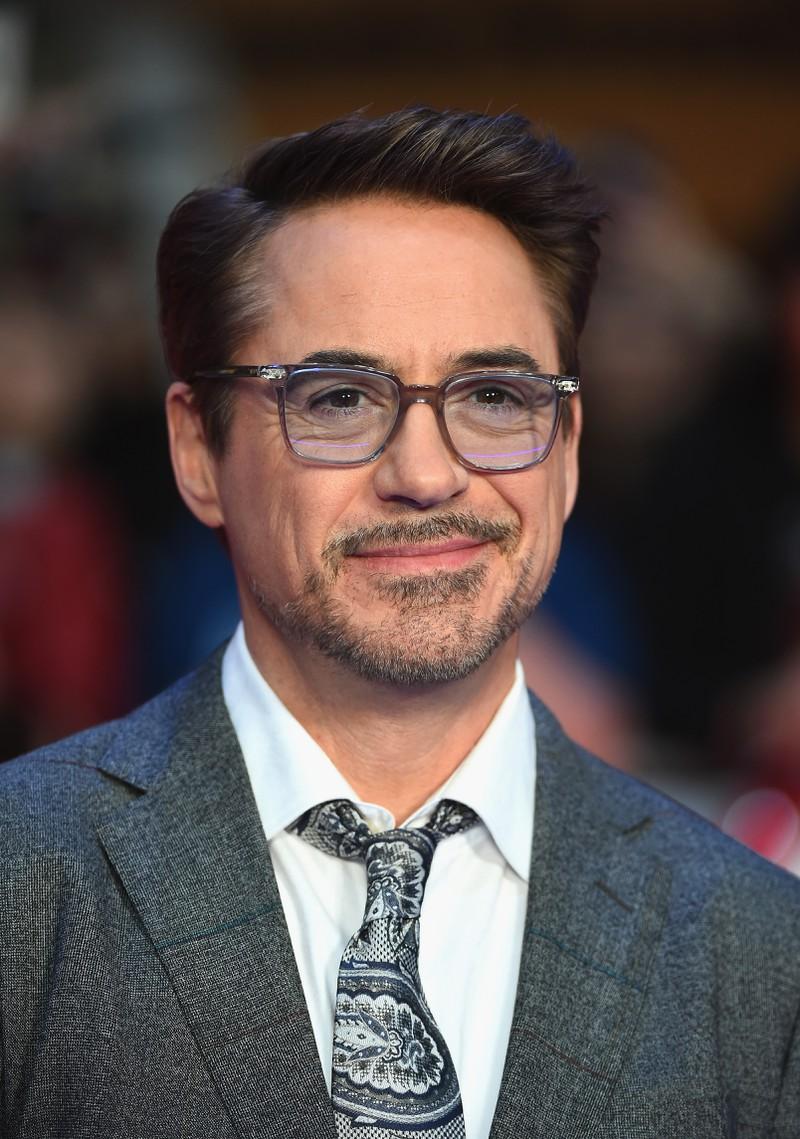 Man sieht Robert Downey Jr. und weiß, dass er mal Drogenabhängig war weil seine Eltern es auch waren