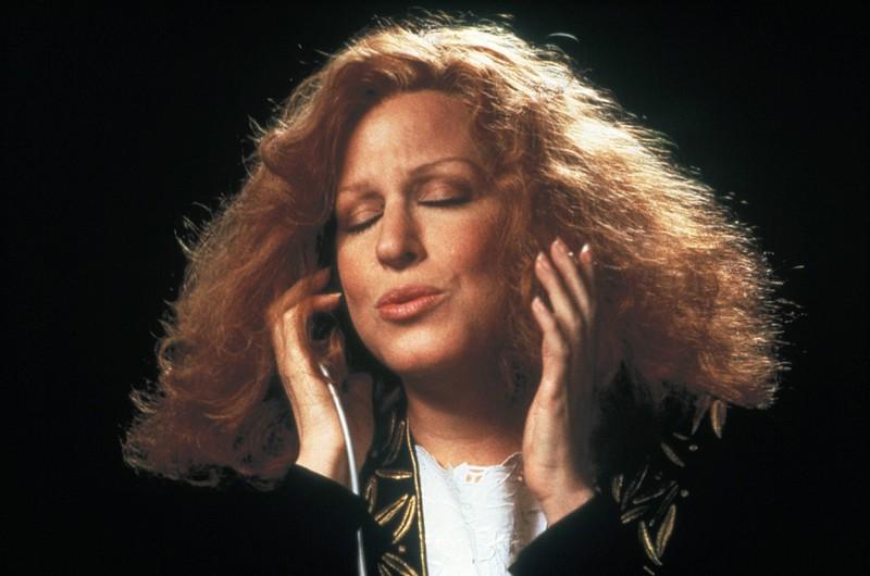 Seit Mitte der 1960er Jahre gehört Schauspielerin und Sängerin Bette Midler zu den erfolgreichsten Entertainern der USA.