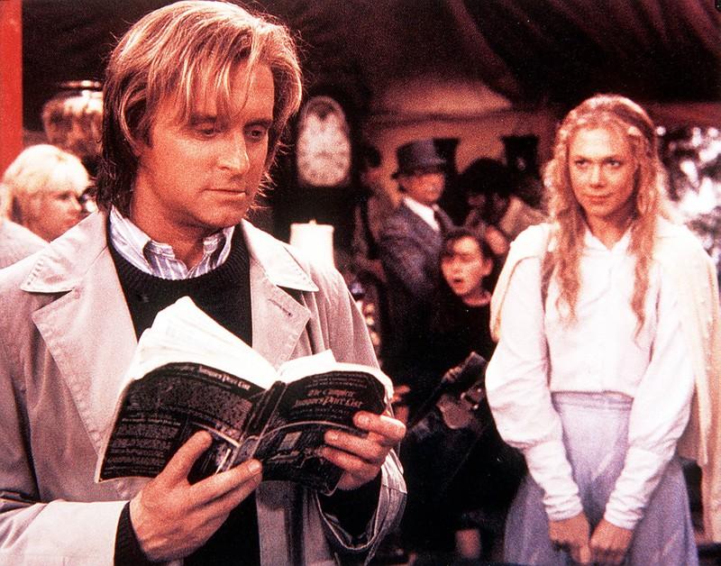 """Im Film """"Der Rosenkrieg"""" war Michael Douglas als Oliver Rose zu sehen und hatte viel längere Haare als heute."""