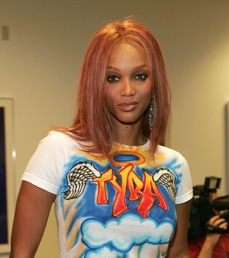 Tyra Banks trägt T-Shirt mit Airbrush-Optik, was wir fast verdrängt haben