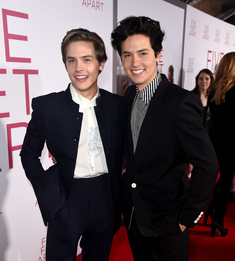 Man erkennt Dylan und Cole Sprouse als 27-Jährige, die sich im Schauspielbusiness versuchen