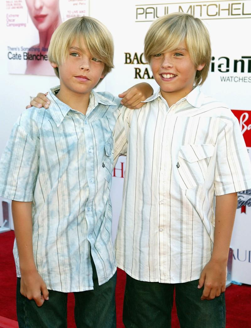 """Man sieht die Zwillinge Dylan und Cole Sprouse, die in der Disney-Serie ,,Hotel Zack & Cody"""" mitgespielt haben"""