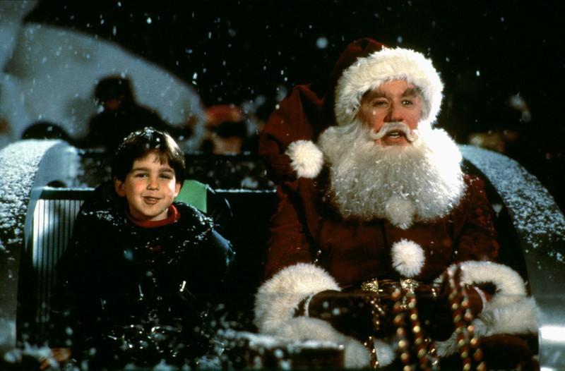 """In """"Santa Clause: Eine schöne Bescherung"""" spielt Eric Lloyd den kleinen """"Charlie"""" - heute ist er kaum wieder zu erkennen."""