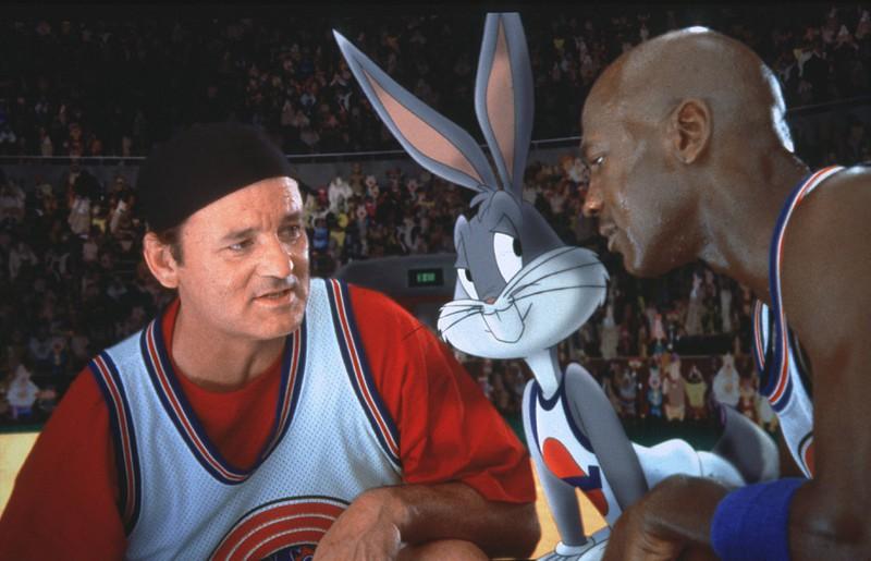"""In """"Space Jam"""" geht es um Aliens, die dafür sorgen, dass die Basketballspieler der NBA (der amerikanischen Liga) nicht mehr richtig spielen können."""