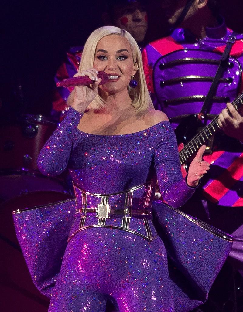Ein Foto auf dem Katy Perry heute zu sehen ist und völlig top aussieht. Sie ist ein echter Star