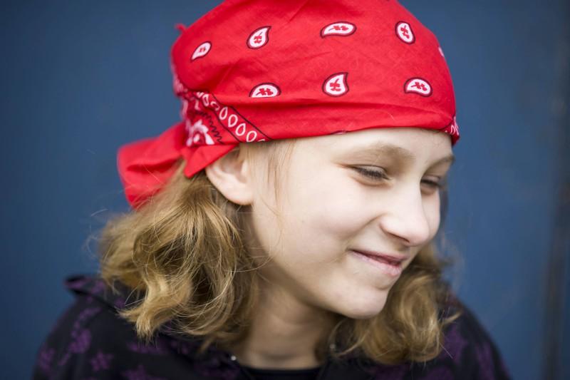 Bunte Kopftücher wurden in den 90ern getragen und sind echte Mode Fails