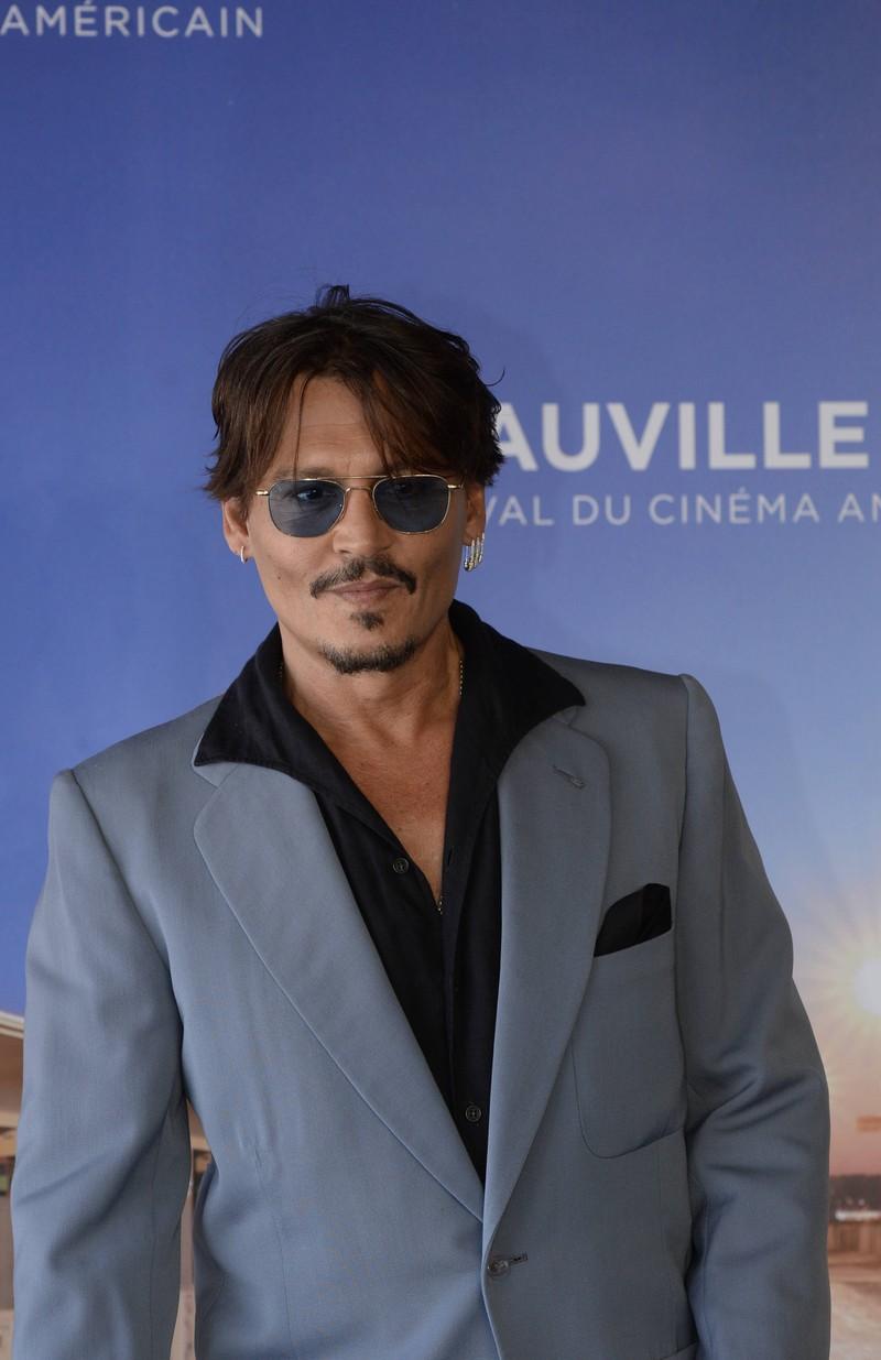 Johnny Depp hat wohl adlige Vorfahren und zwar die Queen höchstpersönlich.