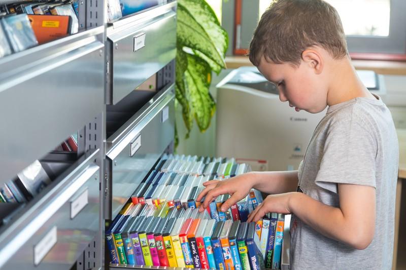 In den 2010er Jahren haben wir liebend gerne DVD-Regale nach unseren Lieblingsfilmen durchsucht.