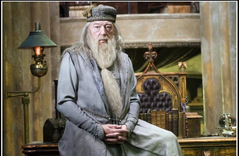 """Nur echte """"Harry Potter""""-Fans werden wissen, wie die Narbe über Dumbledores Knie aussieht."""