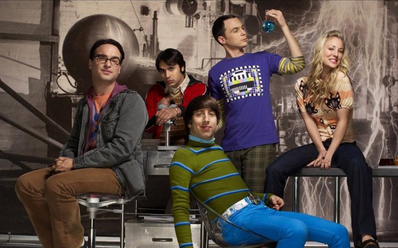 Der Hauptcast von The Big Bang Theory: Leonard, Raj, Howard, Sheldon und Penny