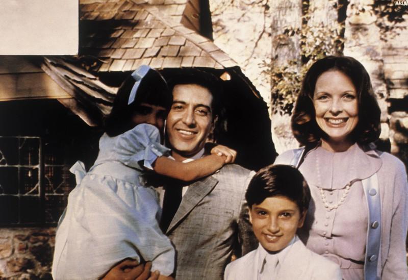 An der Seite von dem Schauspieler Al Pacino spielte sie eine ihrer ersten Rollen und erreichte internationale Bekanntheit.