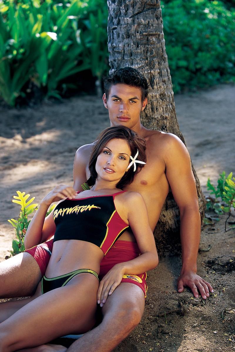 """Die erste große Rolle für Schauspieler Jason Momoa war beim Film """"Baywatch"""". Inzwischen sieht Jason jedoch ganz anders aus."""