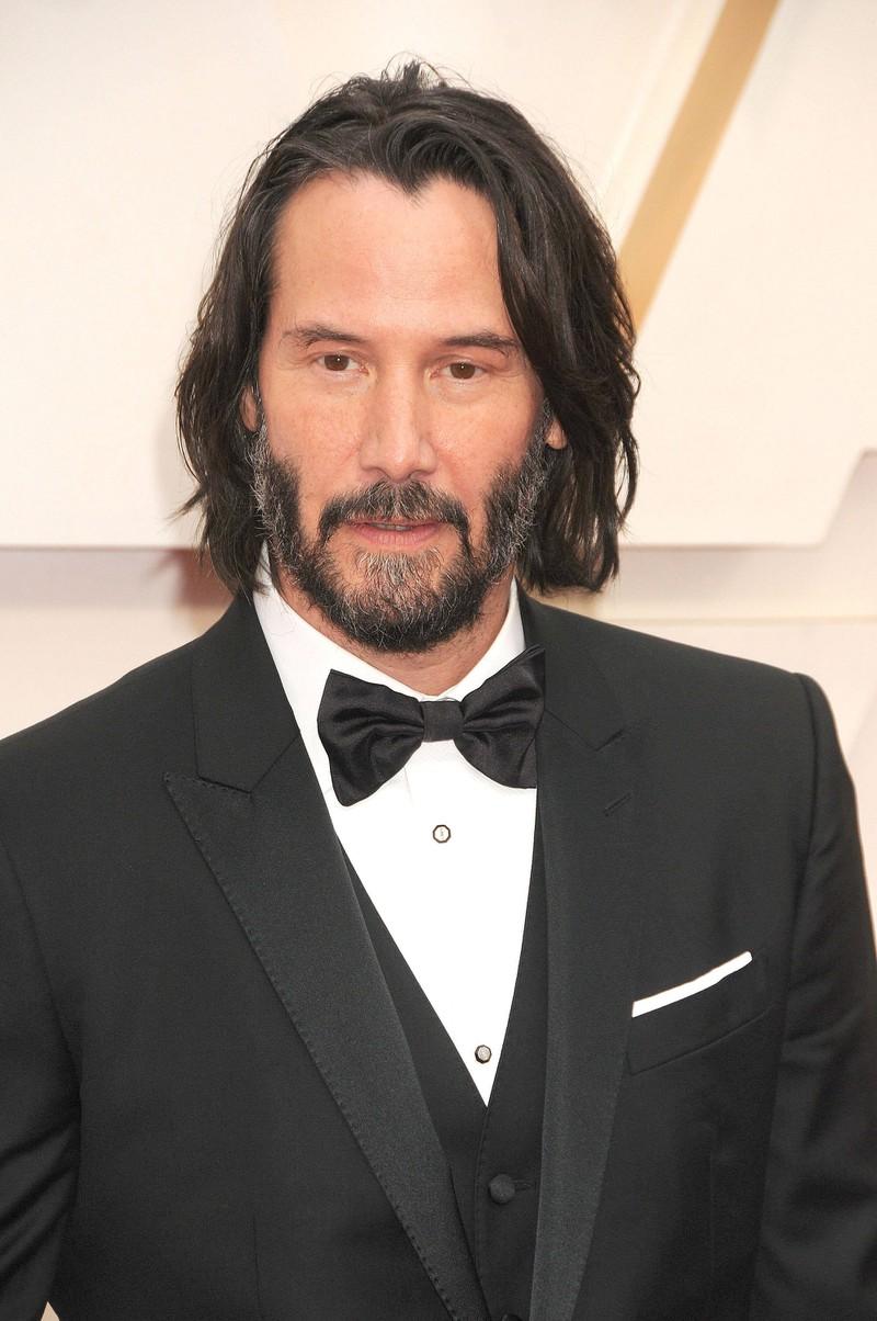 Keanu Reeves ist inzwischen ein gefeierter Star und hat sich seit seiner ersten größeren Rolle definitiv gemacht.