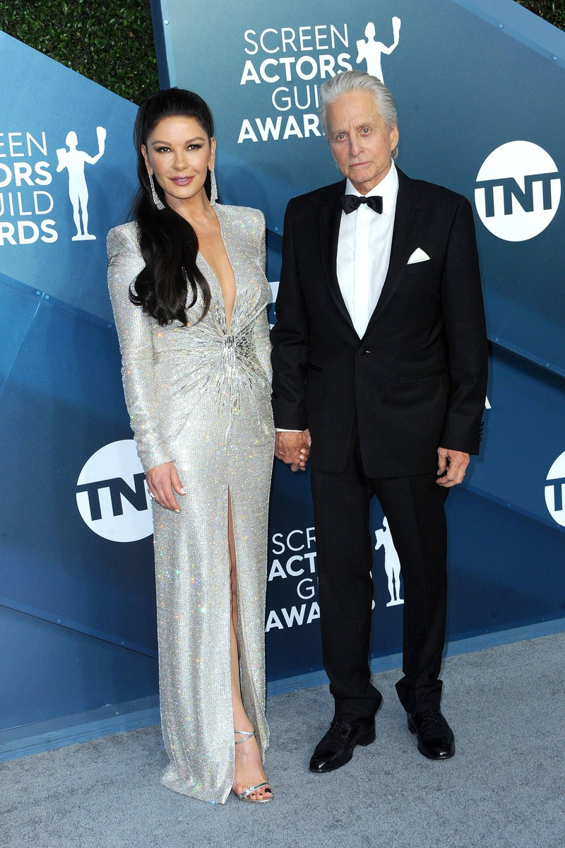 Michael Douglas und seine Frau Catherine Zeta-Jones. Der Darsteller hat sich seit seiner ersten Performance als Schauspieler definitiv gewandelt.