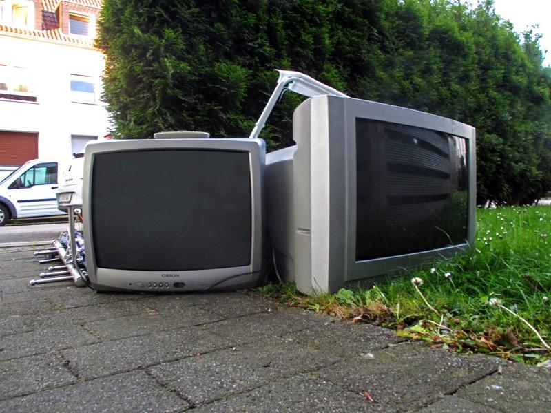 Ein Röhrenfernseher, den damals in den 90ern alle hatten