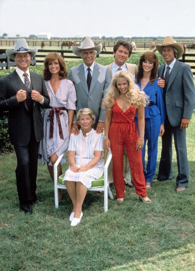 """Die Familie Ewing aus der Serie """"Dallas"""", die von 1978 bis 1991 produziert wurde und bei der man sich fragt, wie die Stars heute aussehen"""