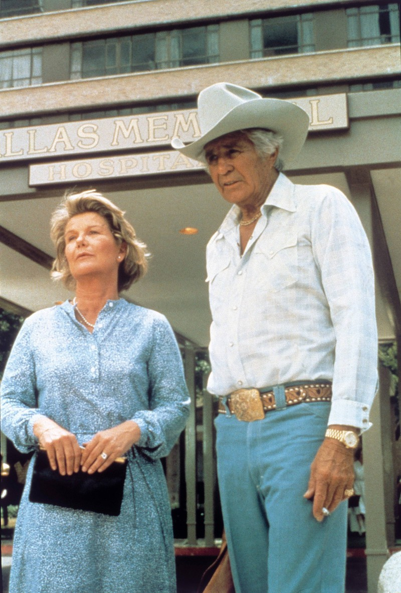 "John Ross ""Jock"" Ewing, Sr. & Eleanor ""Miss Ellie"" Ewing, die in Dallas verheiratet sind"