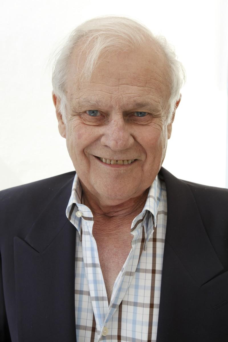 Ken Kercheval, der bereits vor Dallas einige Schauspielrollen ergatterte und im Jahr 2019 verstarb