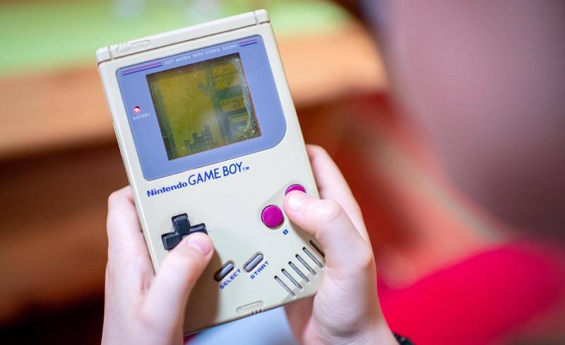 Mit dem Gameboy konnten sich die Kinder in diesen Jahren auch stundenlang beschäftigen.
