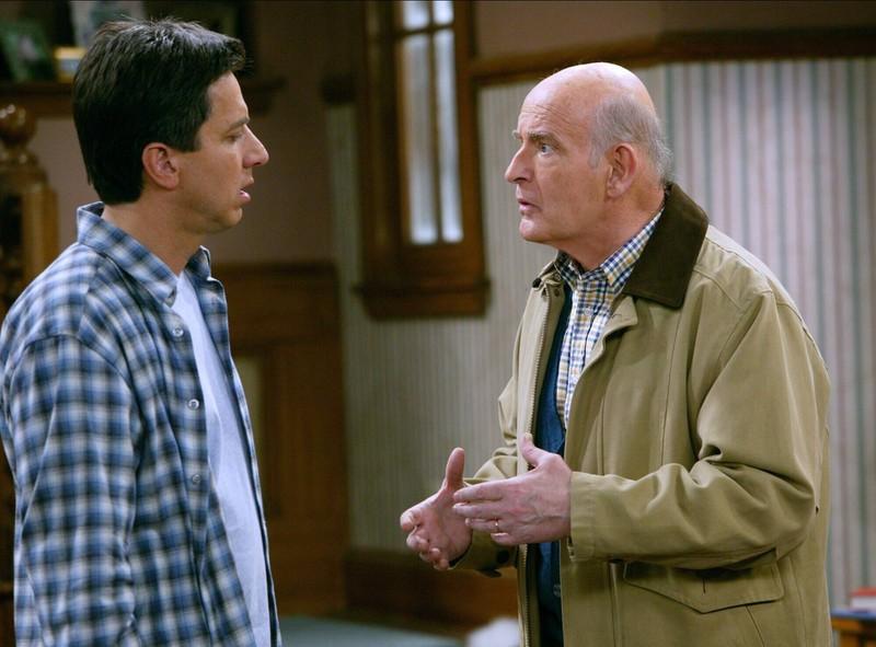 """Heutzutage sieht der Schauspieler Peter Boyle, der den Vater von """"Raymond"""" spielt, ganz anders aus."""