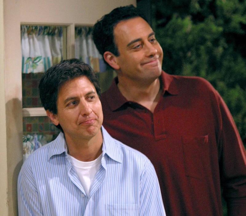 """In der Serie """"Alle lieben Raymond"""" sind Ray Romano und Brad Garrett Brüder, die sich seither ziemlich gewandelt haben."""