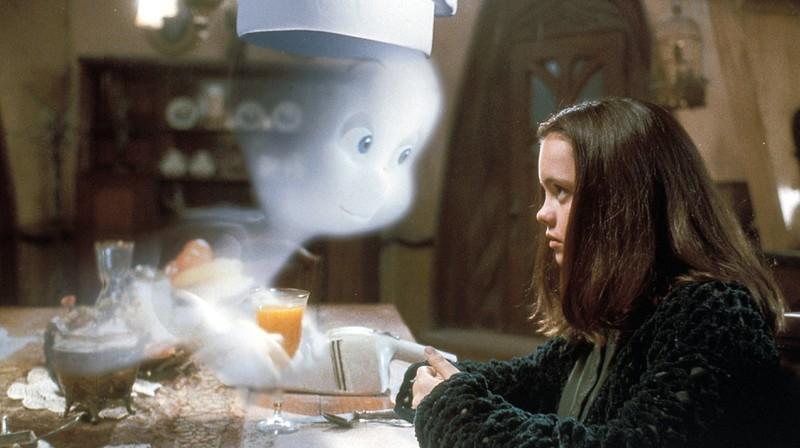 """""""Kat Harvey"""" und das Gespenst wurden dicke Freunde."""