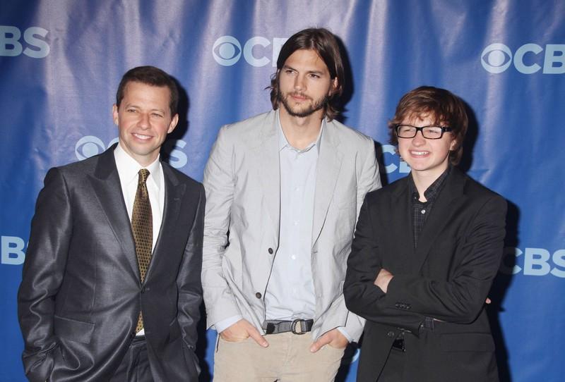 """Der neue / alte Cast von """"Two and a Half Men""""."""